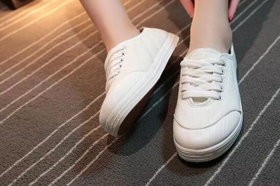 皮质小白鞋怎么清洗 别让你的鞋子变废品